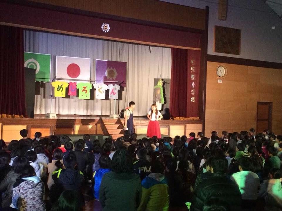 日知屋小学校と細島小学校の合同で「めじろくん」上演しました
