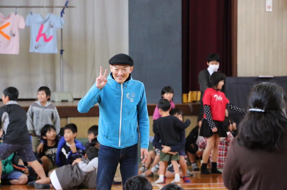 川南の東小学校で「めじろくん」上演しました